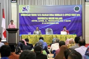 Sambutan dan pembukaan kegiatan oleh Wakil Rektor II Universitas Negeri Malang