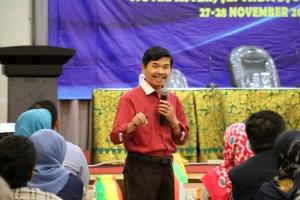 Penyampaian materi oleh Dr. H. Imam Agus Basuki, M.Pd