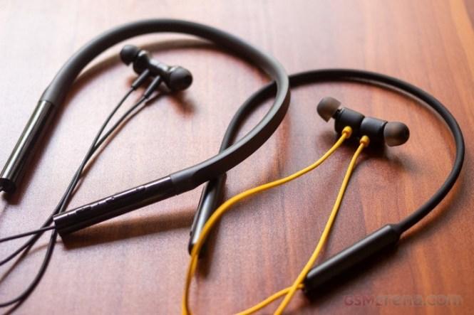 Realme Buds Wireless vs Mi Neckband Bluetooth Earphones