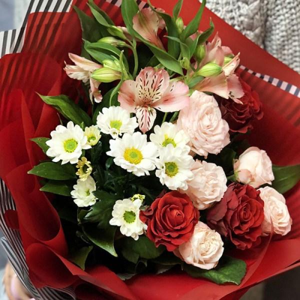 Букет цветов «Сказочный» - купить с доставкой в Киев
