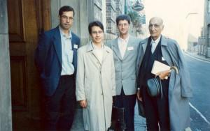 کنفرانس ایران شناسان اروپا در کمبریج از راست: دکتر باستانی پاریزی ـ زیپولی ـ موناکیان و علی دهباشی