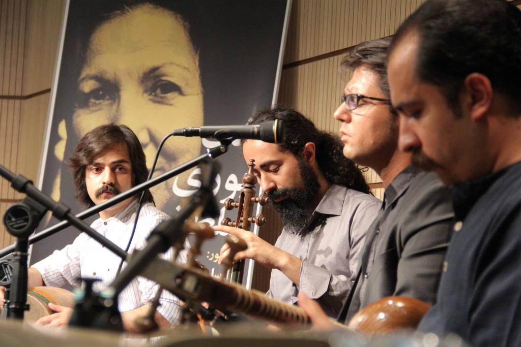 وریا اخواص ( آواز)، علی مصطفوی ( تار) ، حمیدرضا آفریده ( کمانچه) ، امیر محمود صفرپور ( تنبک).