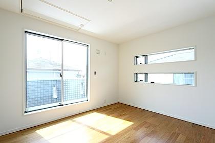2面採光の2階洋室