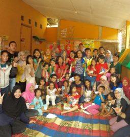 Belajar Bahasa Bareng Adik-adik Indocharity