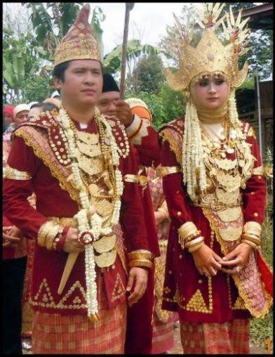 7 Pakaian Adat Lampung Pesisir Pepadun Tulang Bawang Serta