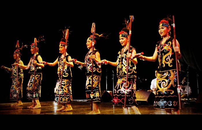 Tarian Daerah Kalimantan Timur - Jenis Jenis Tarian Adat Papua
