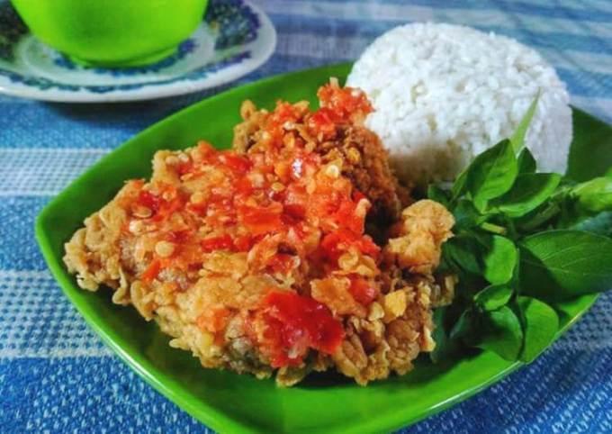 Ayam geprek sambal bawang.