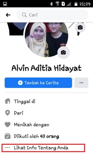 """Tap menu """"Lihat Info Tentang Anda"""" di Halaman Profil Facebook"""