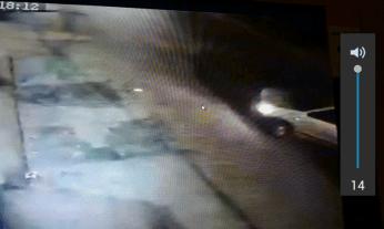 कार करीब 15 मिनट बाद वापस वे लौटे। इस बार कार से तीन चोर उतरे। जिनमें से टीशर्ट पहने एक चोर ने खिड़की खोलकर स्टेयरिंग लॉक तोड़ा।