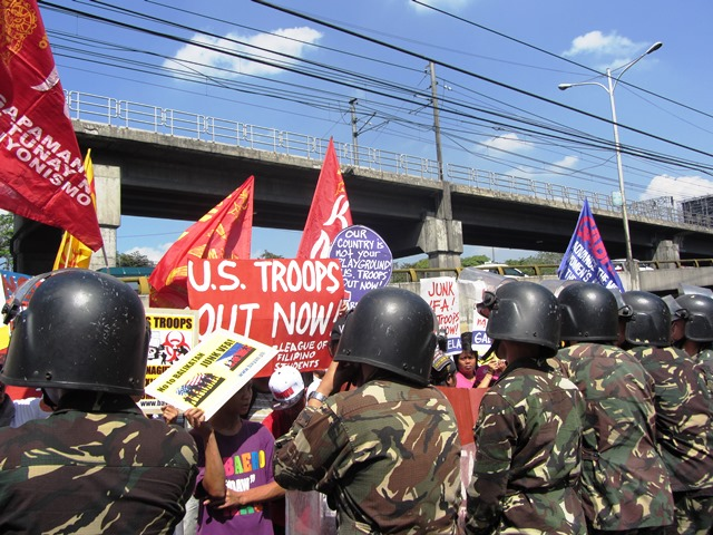 Protesters face army and marine soldiers in front of Camp Aguinaldo (Bulatlat File Photo 2013)