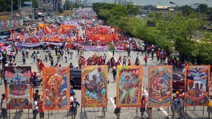 Festive, militant march greets Duterte's first SONA