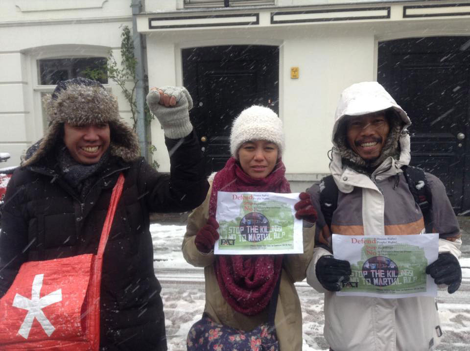Pinoys in Netherlands brave snow to protest killings in the Philippines