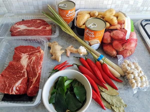 Rendang ingredients