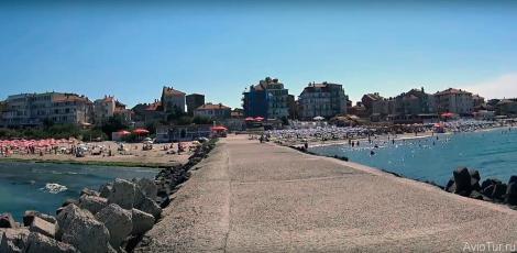 Восточный и Центральный пляжи - это 9 пляжей, разделенных волнорезами