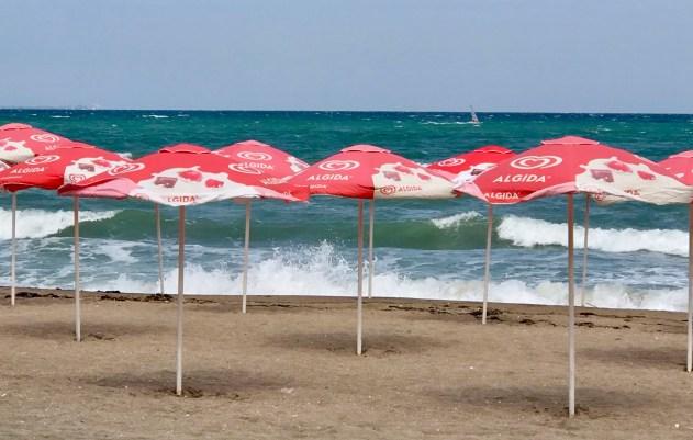Mustameri ja aurinkovarjot Burgas
