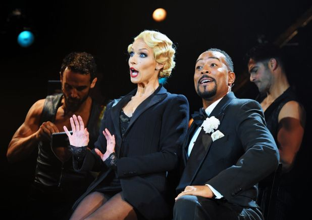 Chicago Le Musical Billy Flynn Roxie Hart critique avis image