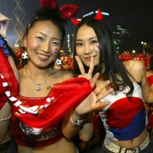 Fans Gather in Seoul to Watch Match