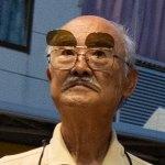 Le petit vieux aux lunettes détectrices de bijins a un frère qui arrive à se bouffer la gueule