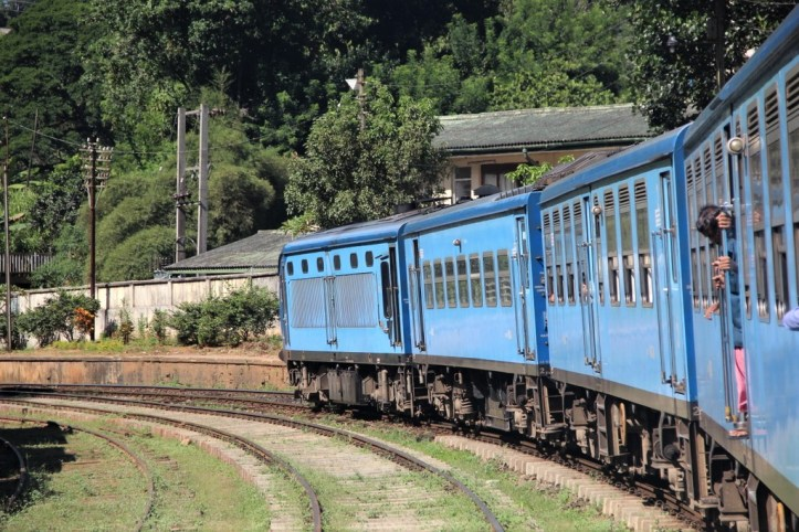 Q1train-bleu-sri-lanka.jpg