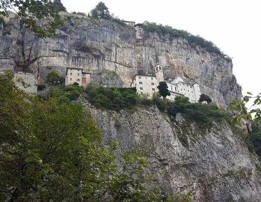 Die Wallfahrtskirche Madonna della Corona