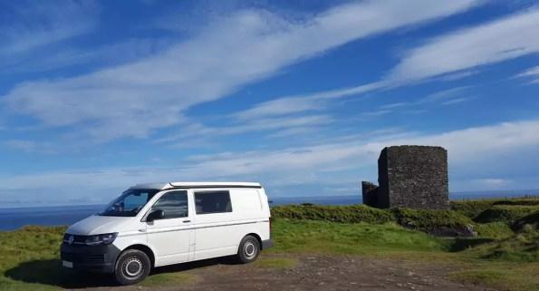 Stehen am Old Castle of Wick