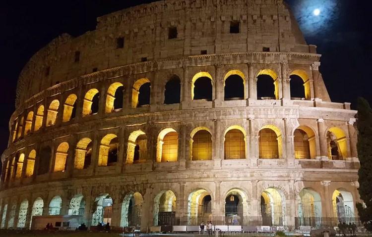Rom - Kolosseum bei Nacht