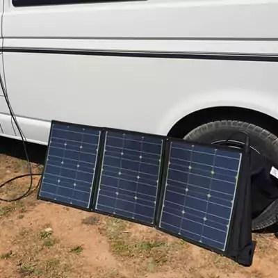 Strom im VW-Bus mit dem faltbaren Solarmodul
