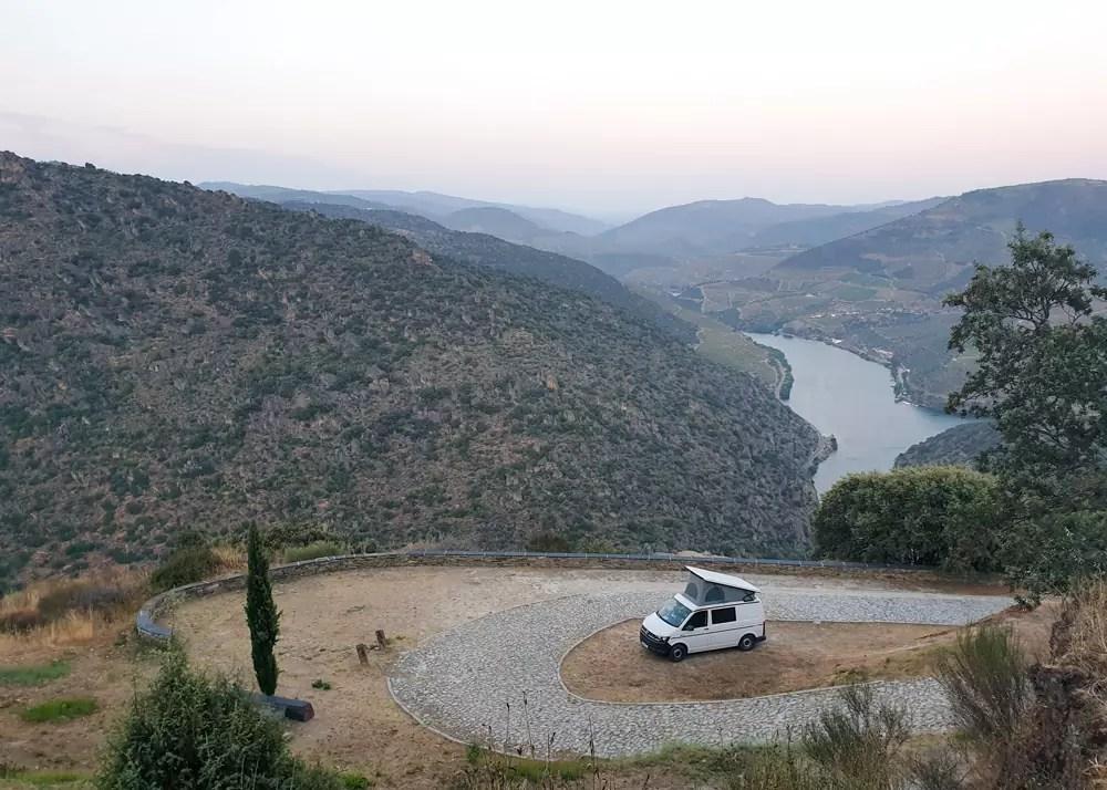 Douro-Tal: Roadtrip entlang des Douro mit VW-Bus