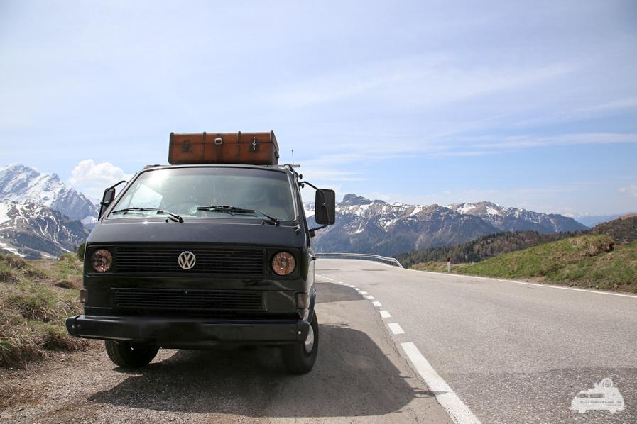 VW Bus am Berg