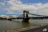 """Die Kettenbrücke verbindet die """"Buda-"""" und die """"Pestseite"""""""