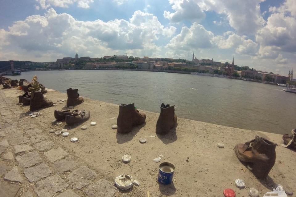"""Die """"60 Schuhe am Donauufer"""""""