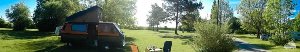 Ein großzügiges Geländer mit freier Platzwahl im Schatten oder in der Sonne