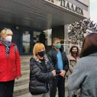 Манолова: Депутатите, отменили детските надбавки, да подават оставки!