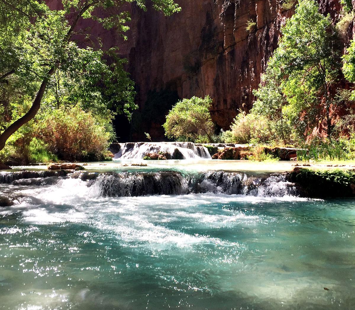 Havasu-Falls-Mooney-Falls-Beaver-Falls-Hike-Stream-Arizona-By-Bumble-and-Bustle