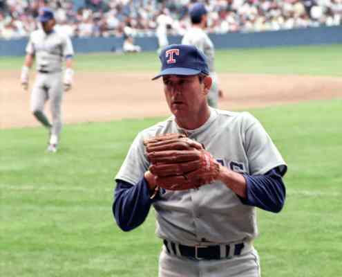 Image of Nolan Ryan at Tiger Stadium in 1990