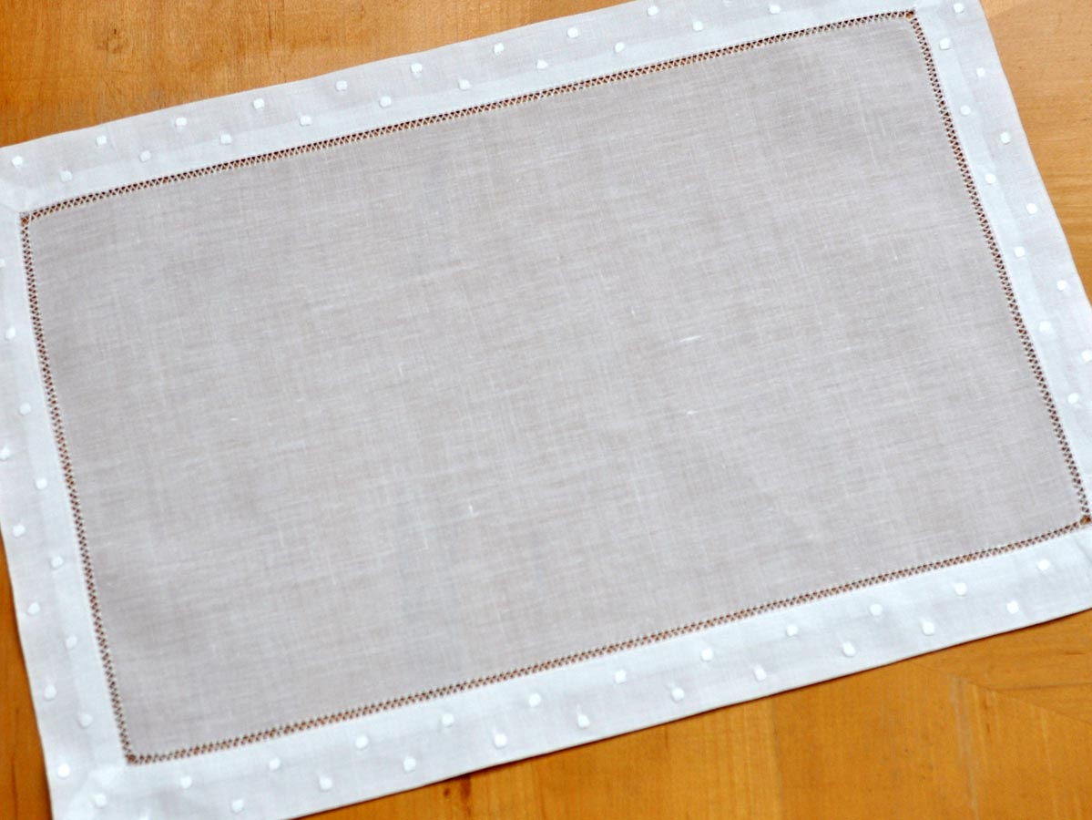 4 Pc Set White Hemstitched Linen Placemats WDot Border