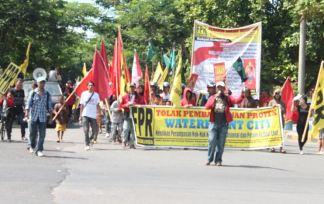 Aksi penolakan pembangunan bulukumba waterfront city di Hari Buruh Internasional-Mayday 2014 01