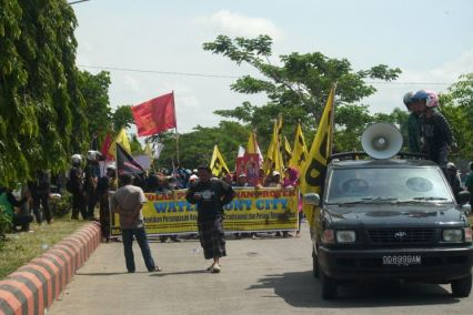 Foto aksi penolakan pembangunan bulukumba waterfront city 01