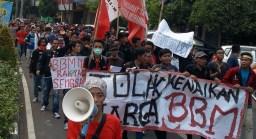 Ratusan Mahasiswa di Malang Tolak Penaikan Harga BBM