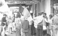 Assembling outside bookshop before Cuba solidarity march to US consulate, January 1, 1968. John and Jim Percy on the left. — bersama John Percy.