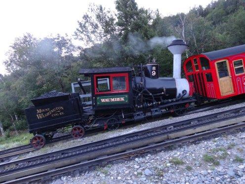 Auch die Bahn hat es wieder zurück ins Tal geschafft.