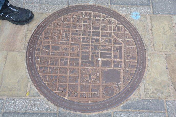 Praktische Gullideckel mit Stadtkarte