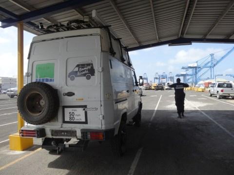 Abgabe im Hafen von Colon