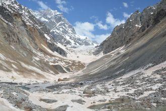 Weit in der Ferne die Überresste des Gletschers