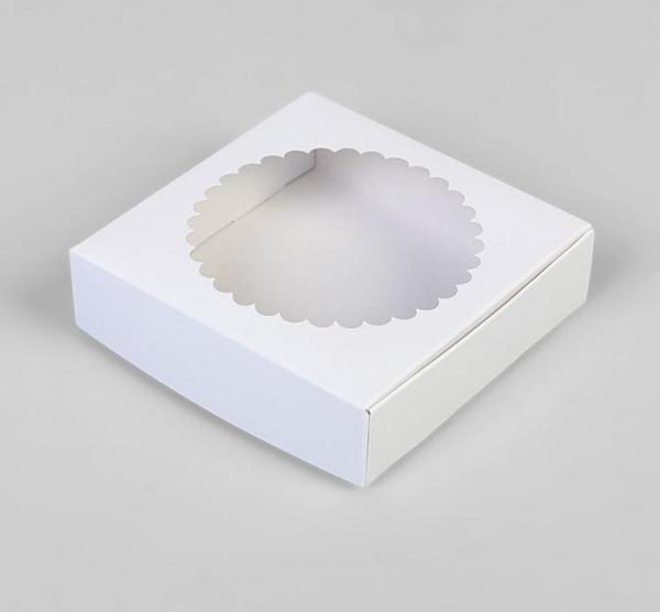 Подарочная коробка сборная с окном