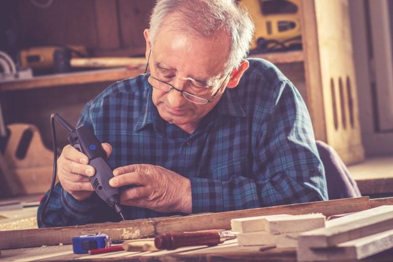 Cine poate cumula pensia cu salariul si alte venituri