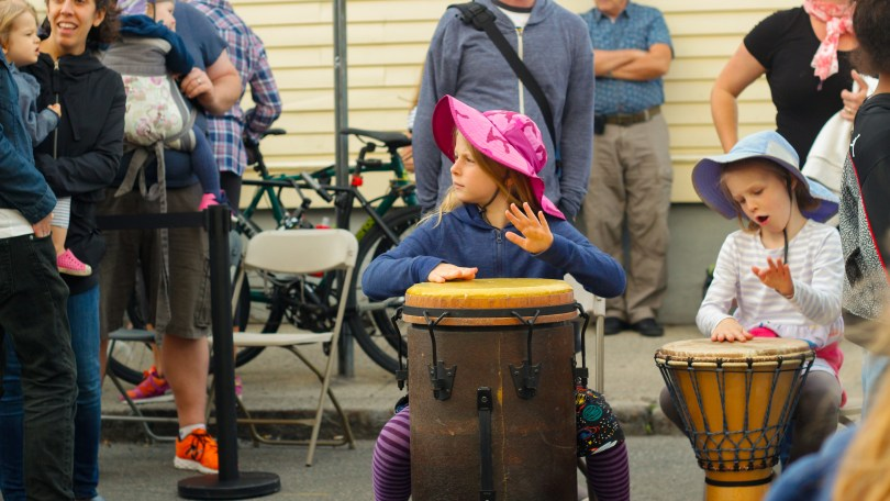 Parents and their kids play drums during Drums and Wellness session at the 2018 Fluff Festival. Somerville, Mass. September 22, 2018. Photo by Diego Marcano / BU News Service.