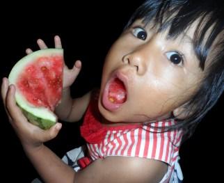 Clara Makan Semangka