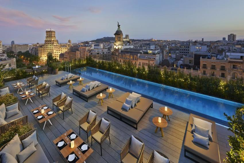 exclusive-hotels-in-barcelona-hotel-mandarin-rooftop
