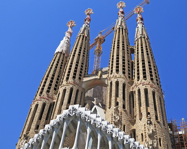 best-hostels-in-spain-barcelona-sagrada-familia